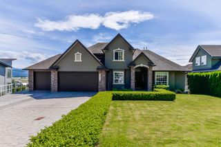"Main Photo: 34990 SKYLINE Drive in Abbotsford: Abbotsford East House for sale in ""Skyline Estates"" : MLS®# R2370846"