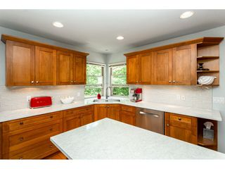 """Photo 8: 9773 208 Street in Langley: Walnut Grove House for sale in """"Yeomans - Walnut Grove"""" : MLS®# R2376446"""