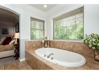 """Photo 12: 9773 208 Street in Langley: Walnut Grove House for sale in """"Yeomans - Walnut Grove"""" : MLS®# R2376446"""