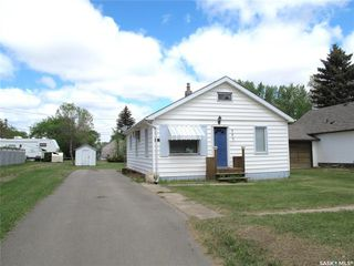 Photo 2: 307 2nd Avenue East in Lampman: Residential for sale : MLS®# SK810127