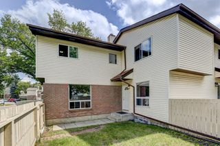 Photo 3: 74 32 WHITNEL Court NE in Calgary: Whitehorn Row/Townhouse for sale : MLS®# A1016839