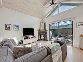 Main Photo: 2111 Bowness Road NW in Calgary: West Hillhurst Detached for sale : MLS®# A1040626