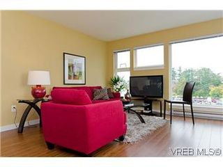 Photo 2: 103 1405 Esquimalt Road in VICTORIA: Es Saxe Point Townhouse for sale (Esquimalt)  : MLS®# 301002