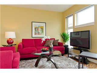 Photo 3: 103 1405 Esquimalt Road in VICTORIA: Es Saxe Point Townhouse for sale (Esquimalt)  : MLS®# 301002