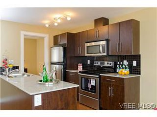 Photo 6: 103 1405 Esquimalt Road in VICTORIA: Es Saxe Point Townhouse for sale (Esquimalt)  : MLS®# 301002