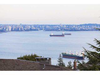 "Photo 2: 4241 ROCKRIDGE Crescent in West Vancouver: Rockridge House for sale in ""ROCKRIDGE"" : MLS®# V1107804"