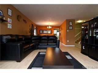 Photo 9: 3251 Jacklin Rd in VICTORIA: Co Triangle Single Family Detached for sale (Colwood)  : MLS®# 720346