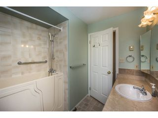 "Photo 13: 48 32691 GARIBALDI Drive in Abbotsford: Abbotsford West Townhouse for sale in ""Carriage Lane"" : MLS®# R2096442"