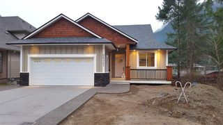 Photo 1: 66037 OGILVIEW Drive in Hope: Hope Kawkawa Lake House for sale : MLS®# R2134724