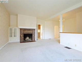 Photo 2: 3115 Glasgow St in VICTORIA: Vi Mayfair Single Family Detached for sale (Victoria)  : MLS®# 759622