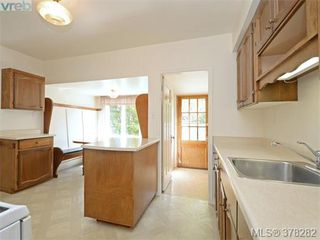 Photo 6: 3115 Glasgow St in VICTORIA: Vi Mayfair Single Family Detached for sale (Victoria)  : MLS®# 759622