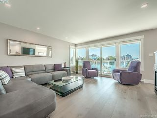 Photo 3: 204 55 Songhees Road in VICTORIA: VW Songhees Condo Apartment for sale (Victoria West)  : MLS®# 383374