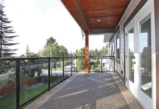 Photo 3: 13002 14A AVENUE in South Surrey White Rock: Home for sale : MLS®# R2005712