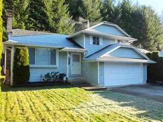 Photo 1: 21464 RICHMOND Drive in Hope: Hope Kawkawa Lake House for sale : MLS®# R2225565
