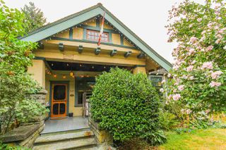 Photo 1: 340 TENTH STREET in New Westminster: Uptown NW House for sale : MLS®# R2218103
