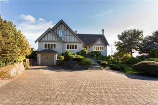 Photo 2: 637 Beach Dr in VICTORIA: OB South Oak Bay House for sale (Oak Bay)  : MLS®# 781017