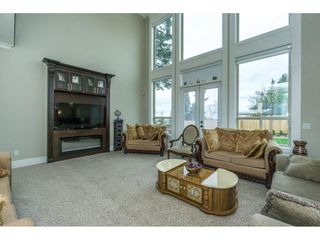 Photo 4: 5437 187 Street in Surrey: Cloverdale BC House for sale (Cloverdale)  : MLS®# R2254678