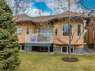 Photo 2: 25 SHANNON ESTATES Terrace SW in Calgary: Shawnessy Semi Detached for sale : MLS®# C4225624