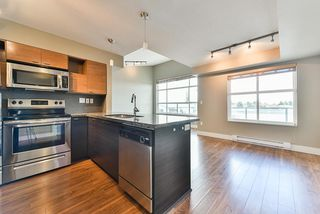 Photo 3: 406 7445 120 Street in Delta: Scottsdale Condo for sale (N. Delta)  : MLS®# R2347728