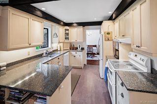 Photo 2: 1505 Laurel Lane in VICTORIA: Vi Rockland Single Family Detached for sale (Victoria)  : MLS®# 406658