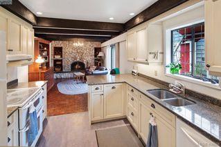 Photo 3: 1505 Laurel Lane in VICTORIA: Vi Rockland Single Family Detached for sale (Victoria)  : MLS®# 406658