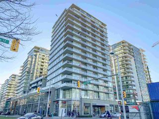"Main Photo: 501 1708 COLUMBIA Street in Vancouver: False Creek Condo for sale in ""WALL CENTRE FALSE CREEK"" (Vancouver West)  : MLS®# R2369846"