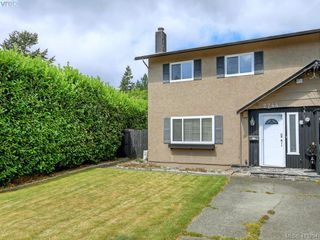 Photo 1: 2744 Whitehead Pl in VICTORIA: Co Colwood Corners Half Duplex for sale (Colwood)  : MLS®# 819559