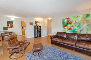 Photo 3: 203 1721 ST. GEORGES Avenue in North Vancouver: Central Lonsdale Condo for sale : MLS®# R2412918