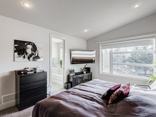 Photo 15: 522 37 Street NW in Calgary: Parkdale Semi Detached for sale : MLS®# A1040822