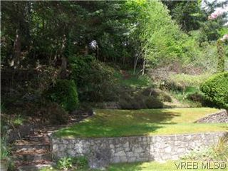 Photo 3: 5162 Lochside Dr in VICTORIA: SE Cordova Bay House for sale (Saanich East)  : MLS®# 571275