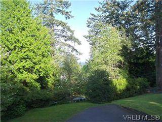 Photo 2: 5162 Lochside Dr in VICTORIA: SE Cordova Bay Single Family Detached for sale (Saanich East)  : MLS®# 571275