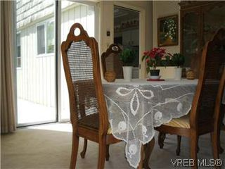 Photo 8: 5162 Lochside Dr in VICTORIA: SE Cordova Bay Single Family Detached for sale (Saanich East)  : MLS®# 571275