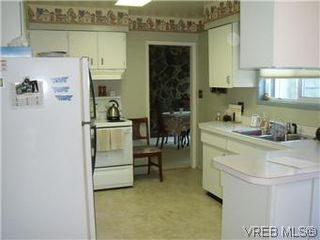 Photo 5: 5162 Lochside Dr in VICTORIA: SE Cordova Bay House for sale (Saanich East)  : MLS®# 571275