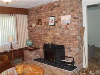 Photo 16: 5162 Lochside Dr in VICTORIA: SE Cordova Bay Single Family Detached for sale (Saanich East)  : MLS®# 571275