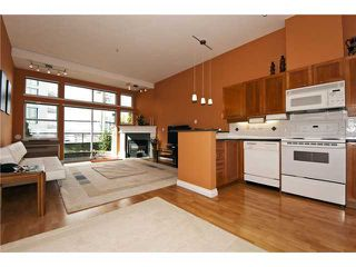 Photo 4: 108 131 W 3rd Street in North Vancouver: Lower Lonsdale Condo for sale : MLS®# V936245