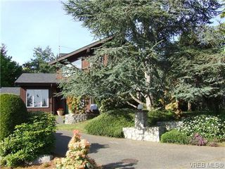 Photo 1: 2371 Moore Pl in VICTORIA: CS Tanner House for sale (Central Saanich)  : MLS®# 669843