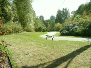 "Photo 8: PH8 7383 GRIFFITHS DR in Burnaby: South Slope Condo for sale in ""EIGHTEEN TREES"" (Burnaby South)  : MLS®# V611687"