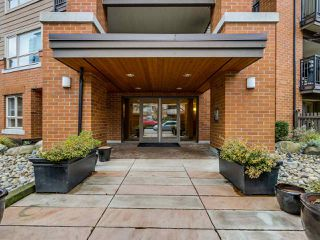 "Photo 2: 112 700 KLAHANIE Drive in Port Moody: Port Moody Centre Condo for sale in ""THE BOARDWALK"" : MLS®# R2019414"