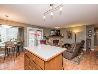 """Photo 10: 4063 CHANNEL Street in Abbotsford: Abbotsford East House for sale in """"Sandyhill"""" : MLS®# R2078342"""