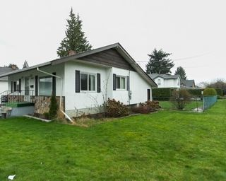 Photo 3: 9649 YOUNG Road in Chilliwack: Chilliwack N Yale-Well House for sale : MLS®# R2094522