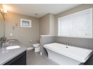 Photo 11: 15776 MOUNTAIN VIEW Drive in Surrey: Grandview Surrey House for sale (South Surrey White Rock)  : MLS®# R2145036