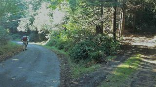 Photo 1: 5820 WALLACE Road: Pender Island Home for sale (Islands-Van. & Gulf)  : MLS®# R2192903