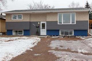 Photo 2: 226 Mount Allison Crescent in Saskatoon: West College Park Residential for sale : MLS®# SK716296