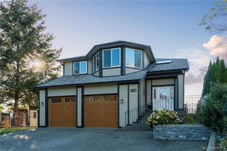 Main Photo: 114 Sunkist Close in VICTORIA: La Thetis Heights Single Family Detached for sale (Langford)  : MLS®# 400119