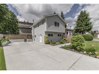 Photo 3: 21462 92B Avenue in Langley: Walnut Grove House for sale : MLS®# R2312758