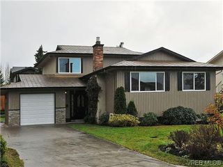Main Photo: 817 Kildonan Rd in Victoria: SE High Quadra Single Family Detached for sale (Saanich East)  : MLS®# 317920