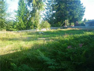 """Photo 1: 715 SCHOOL Road in Gibsons: Gibsons & Area Land for sale in """"EASY WALK TO LOWER GIBSONS AND UPPER GIBSONS"""" (Sunshine Coast)  : MLS®# R2029729"""