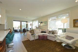 Photo 2: 208 1969 Oak Bay Avenue in VICTORIA: Vi Fairfield East Condo Apartment for sale (Victoria)  : MLS®# 363073