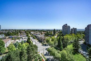 "Photo 5: 1405 4165 MAYWOOD Street in Burnaby: Metrotown Condo for sale in ""Place on the Park"" (Burnaby South)  : MLS®# R2116155"