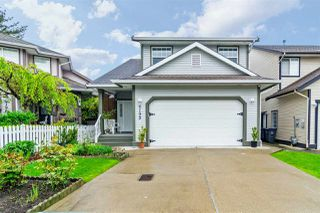 Photo 1: 6192 195 Street in Surrey: Cloverdale BC House for sale (Cloverdale)  : MLS®# R2166862